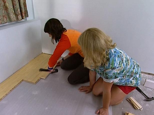 We lay the laminate on the wooden floor