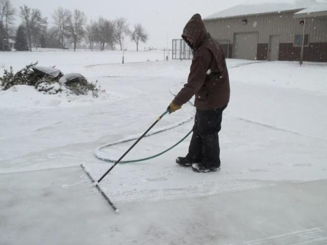 build a skating rink with artificial ice